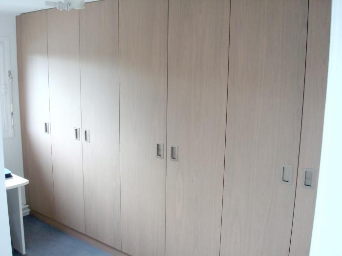 sous pente meubles sur mesure dressing sous pente roubaix lille lille nord 59. Black Bedroom Furniture Sets. Home Design Ideas