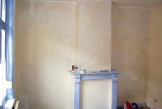 création d'un dressing englobant une ancienne cheminée - Avant